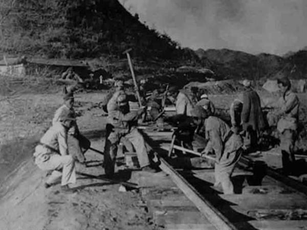 藏身洞中的火车站——关村坝火车站939.png